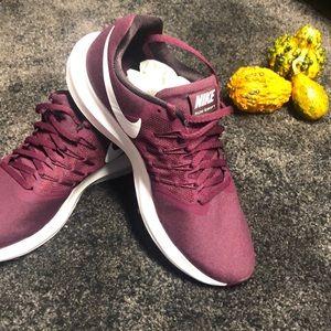 🏃🏻♀️👟 NWT Nike Run Swift Size 9